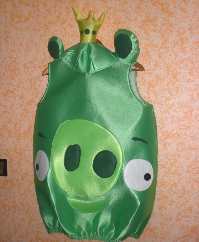 Pajaro verde con gorro.