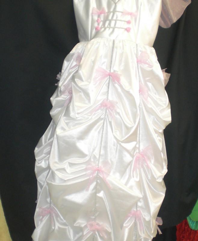 Vestido de novia hecho por encargo .