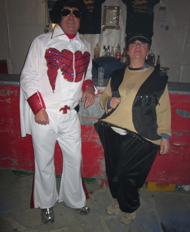 Roquero y motera en el carnaval de Nerin.